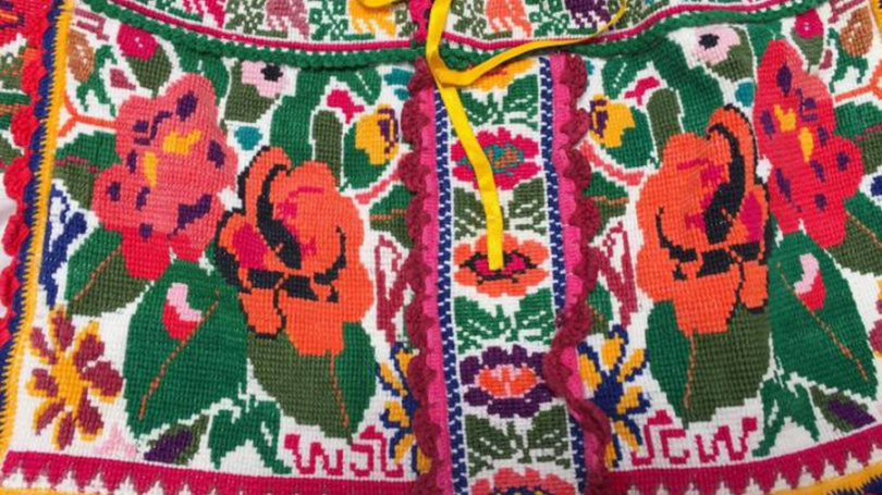 cross-stitch_chatina_blouse_detail_-_photo_from_barbara_cleaver.jpeg